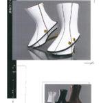 金ボタンの革靴